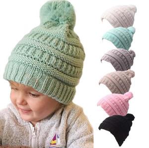 Scherza il cappello lavorato a maglia 6 colori Pom Pom Beanie neonate inverno caldo Skullies Beanie Pompom cappelli con il marchio OOA7377