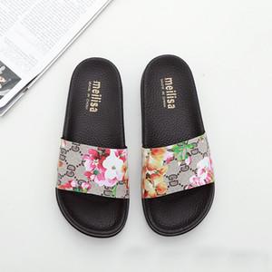 progettista signore di lusso pistoni degli uomini PU pantofole in pelle scarpe da spiaggia di diapositive sandali neri bianchi della Medusa signore