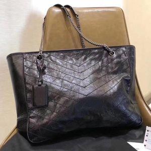 Classic wax oil leather V-shaped flap chain bag designer handbag shoulder plaid Messenger bag shopping handbag