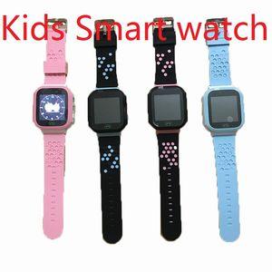 Écran tactile Q528 LBS Tracker WatchAnti-Lost Enfants Enfants montre intelligente LBS Tracker poignet montres SOS appel pour Android IOS avec caméra à distance