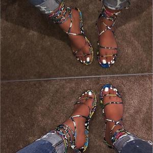 envío libre 2019 nuevos atractivos de la serpiente del verano mujeres de la moda zapatillas cruz vendaje planos inferiores damas sandalias LY191129