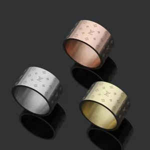 Regalo di nozze di nuovo arrivo di prezzi all'ingrosso di acciaio inossidabile 316L superiore di modo stili 3 colori V Stamp anello per le donne monili placcati oro
