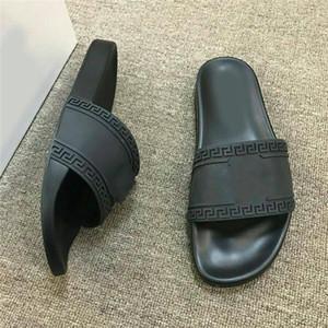 Versace Yeni 2019 Moda erkekler kadınlar çizgili terlik nedensel kaymaz yaz huaraches sandalet toz paspas terlik giyen terlik ev IYI 36-46