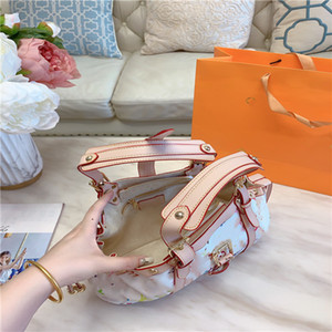 Handbag shopping bag designed by old fashion senior designer new hand held one shoulder women's bag has simple style