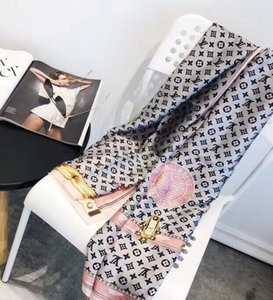 lenço novo de moda de seda de 2020 é um vendedor quente por quatro temporadas das mulheresLV cachecol xale Tamanho: 90-180 cm