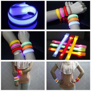 Fascia da polso in nylon a mano giocattolo LED lampeggiante Braccio cinturino da polso Fascia da braccio per la protezione di sport all'aria aperta 22 cm Party Club Cheer Night Light
