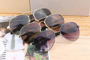 Yeni Marka kaliteli kılıflar Kutusu Erkekler Kadınlar Pilot güneş gözlüğü UV400 Gözlük Tasarımcı Güneş Gözlük tahta çerçeve için Güneş