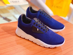 2020 new men's fashionable and versatile comfortable breathable mesh running shoes. Casual shoes