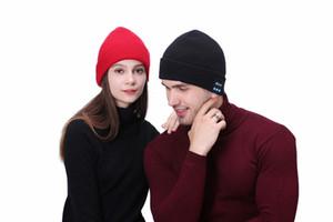 Sombrero inalámbrica Bluetooth V5.0 inteligente casquillos de la manera la música de Bluetooth Headset gorrita tejida altavoz manos libres Micrófono Música Gorro de lana GGA2911 DHL