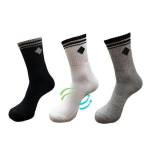 20SS de moda de verano nuevo Mens corto calcetín gris barco calcetines para hombre bajo para ayudar a los calcetines cortos calcetines para hombre Hombres Mujeres Colores lisos