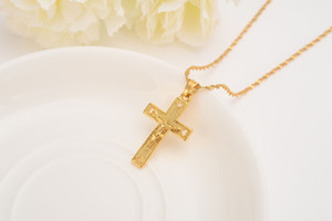 Uomini 24 k Solid Gold GF Cross Collane all'ingrosso Crucifix Pendant Women Jewelry Fashion Jesus Decoration Dress