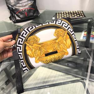 2019 새로운 패션 디자이너 클러치 백 1804-1 큰 얼굴 로고 deign 이탈리아 톱 가죽 질감 클러치 블랙 스퀘어 상단 지갑 28X18X1CM