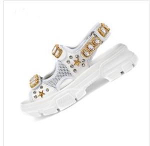 2019 sandálias esportivas Designer rebitadas Luxo diamante sandálias de lazer das mulheres marca masculina e moda de couro ao ar livre praia sapatos de cor branca