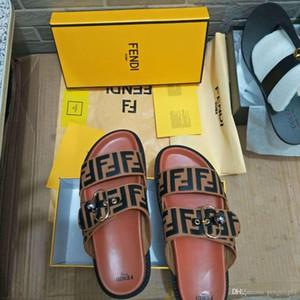 Encuentra similar 44 Hombres Mujeres sandalias de diapositivas Zapatos de lujo de diseño de moda de verano ancho y plano resbaladizo por el grueso de las sandalias