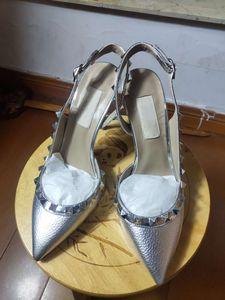 European Classic Luxury Art Ladies'Sandals, hohe Absätze Splitter Nieten kleiden Hausschuhe, Mode Schuhe, flache Unterseite und helle Lederherstellung
