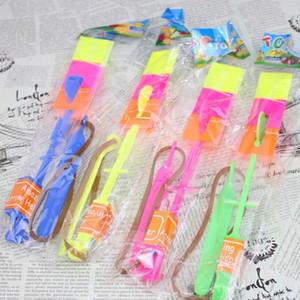 Le prix usine LED Light Flash Flying Elastic Powered Arrow Sling Shoot Up Hélicoptère hélicoptère parapluie enfants jouet