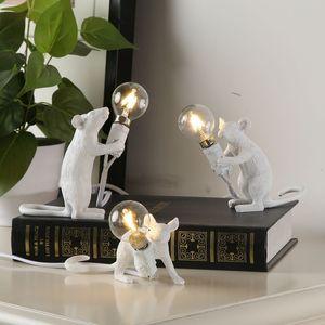 크리 에이 티브 수지 동물 쥐 마우스 테이블 램프 소형 미니 마우스 귀여운 LED 야간 조명 홈 인테리어 데스크 조명 침대 옆 램프 EU / AU / 미국 / 영국 플러그