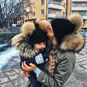 Baba Anne küçük bebekler Örgü Şapka Yenidoğan kasketleri Anne Çocuk bebekler için anne Çocuk Kış Çift Topu Örgü Şapka Caps Isınma