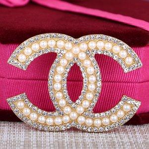 Progettista di marca Spille Elegante Lega fiocco spilla di cristallo Donne Abbigliamento Spilla Pin Tute Accessori Lettera Spille Gioielli