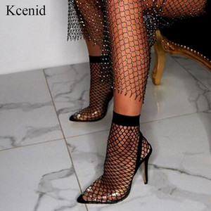 Kcenid 2020 Nova tecido atraente estiramento malha botas peúga PVC transparente apontados mulher dedo do pé do tornozelo botas sapatos bombas saltos altos finas T200425