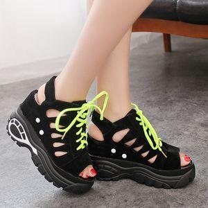 Mulheres Sandálias do verão Chinelos Slides Sneakers oco Platform Wedge Sandals Elevator Shoes Salto Alto Sandalia Mujer