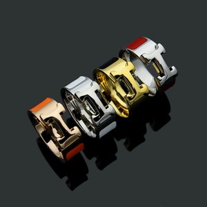 Joyería clásica Al por mayor H Letter Love Wedding Ring Color blanco y negro Seleccione hombres y mujeres Pareja H Ring