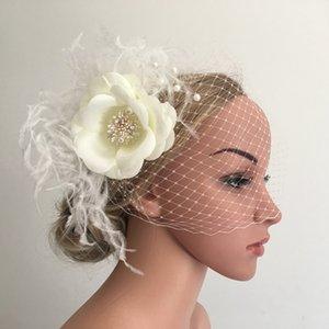 Düğün için İnciler Saç Klipler Kelebek ile Gelin nedime Veil Saç Aksesuar Veil ile Beyaz Tüy Fildişi Çiçek Fascinator