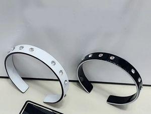 6 * 1 CM preto e branco pulseira de acrílico coreano moda carta de diamante de água pulseira da Mulher Jóias Decoração contador vip presente 2 pçs / lote