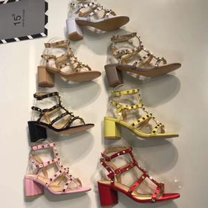 Estilo de Roma sandalias de mujer Diseñador de moda Marca de cuero Remache Zapatos de tacón alto banquete Sexy fiesta en la playa Zapatos Slingback Pumps sandalias 41 42