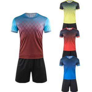 En stock 4 couleurs Football Maillots Hommes Garçons Vêtements de soccer Ensembles à manches courtes Uniformes enfants Football Adulte Enfants Football Survêtement Jersey bricolage