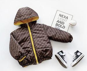 GREA bebé del invierno Carta Marca impresión de la moda de los niños gruesa de doble cara usable impresión de la letra de los niños gruesa de doble cara Ropa