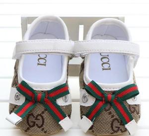 Bebé novo sapatos bonitos Princesa bowknot Kid Anti-Slip On Shoes 0-18 Meses Criança Crib gancho laço Primeira Walkers