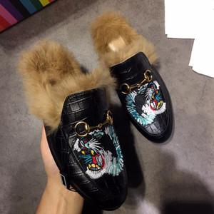 GUCCI Valentino UGG Dior Christian Louboutin Дизайнер Мех тапочки мужские ботинки Роскошные кожаные мокасины Muller с пряжкой Мужчины Женщины Princetown тапочки дамы вскользь мулов