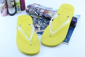 2020 Les femmes d'été Chaussons Flip flops lumineux clip Toe Chaussures Hommes Faire glisser l'extérieur Fluorescence Anti Skid Chaussures de plage Sandales Femme