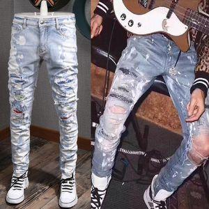 Blue Crystal Crinsthone Trim Fit Fit Джинсовые джинсы Мужчины Slim Fit Беспокойные патчи из хлопка Джинские штаны