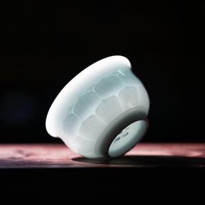 2019 Manual de cerámica de la taza de té de Kung Fu juego de té Celadon Sombra Azul esmalte hecha a mano Maestro regalo de Navidad Copa Escultura