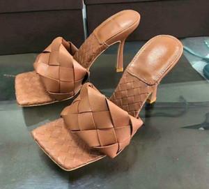 2020 самые последние кожаные тапочки Матовая кожа проверил ботинки женщин Square - одними губами, с открытым носком женщин размер плоский каблук тапочки 9.5cm 36-42