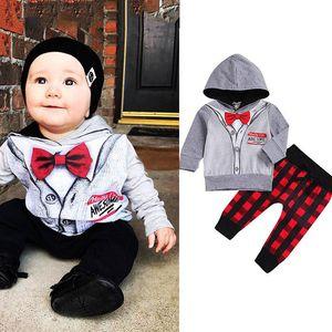 Bambini Ragazzi Outfits Gentleman falso Papillon con cappuccio a righe Tops + Qlaid pantaloni 2pcs / set del bambino Desiner Abbigliamento bambini
