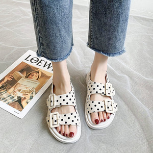 Mulheres Plano sandálias plataforma Summer Beach Buckle Sapatos casuais Mulher Chunky Sandália Designers de Moda Gladiator Sandals Preto Bege