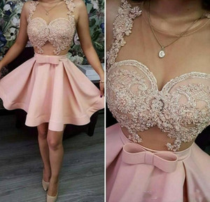 Pink Homecoming Dresses Sheer Collo Appliques in pizzo Prom Dress corto Sheer Neck See Through Cocktail Party Dress Abiti economici