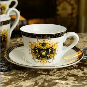 Luxury Drinkware 3 pcs Juego de té de cerámica europeo Juego de café de porcelana Coffee Pot Coffee Jug Cup Saucer set LH018