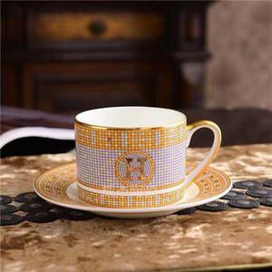 Clássico de aros de ouro Bone China Copo e pires Set Chá de cerâmica copo pires de porcelana casal dom Copa criativa