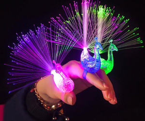 Yaratıcı Peacock LED Parmak Yüzük Işıklar Kirişler Parti Gece Kulübü Renk Halkalar Optik Fiber Lamba Çocuk Çocuk Hediyeler Parti Malzemeleri