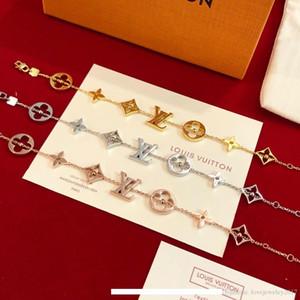 de luxe designer Bijoux Femmes bracelet quatre feuilles fleur charme bracelets avec mini balle top qualité haut de gamme Argent Or rose bijoux de mode