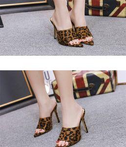 Designer-ed imprimé léopard talons hauts Chaussures Femmes Hot Vente Nouveau Arrivée Mode Fluffy Slippers