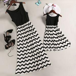 2019 robes de mère de la famille correspondant à des tenues rayures famille sans manches look correspondant vêtements de robe de maman et fille