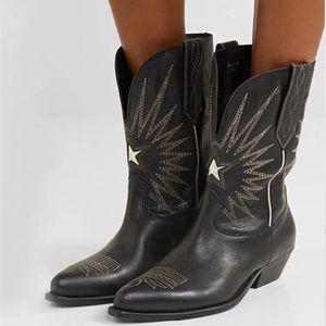 Donne Nero Bianco occidentale Stivali da cowboy stella ricamati Tacchi Stivali di pelle Kitten Moto Stivali Moda Femminile Metà di-vitello Scarpe Martin