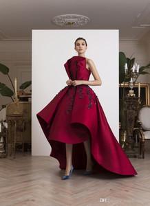 2019 Fuchsia High Low Prom Dresses Abiti da sera con perline senza spalline in rilievo Una linea Vestidos De Fiesta Sweep Train Train Appliqued Dress convenzionale