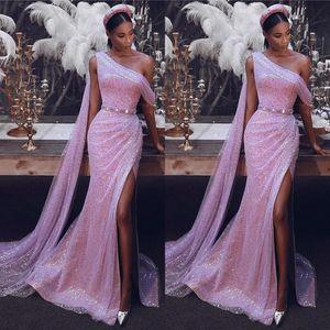 2020 Sexy Pista Dividir Lado Prom Vestidos de Um Ombro Sereia Lantejoulas Árabe Vestidos de Noite Backless Moda Vestido de Festa BC2410