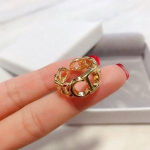 venta caliente de la joyería de moda al por mayor de la familia D hembra temperamento 2020CD carta pendientes anillos de banda